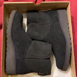 Like new UGG Kristin boots